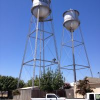 Reedley water towers along H St, 8/2013, Ридли