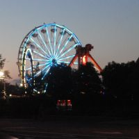 Lighted giant wheel in San Mateo fair, Сан-Матео