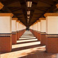 Nghiêng Nắng (Santa Ana Metrolink Station), Санта-Ана