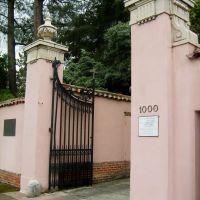 Entrance to the Carmelite Monastery in Santa Clara, California, Санта-Клара