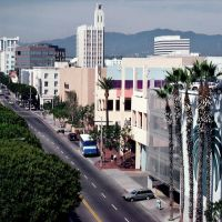California, Santa Monica, view to green 2nd Street and Santa Monica Clock, Санта-Моника