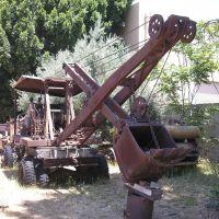 Ever seen a shovel mounted on a truck?---st, Санта-Фе-Спрингс
