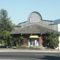 Fashion shop in Oakhurst, Саугус