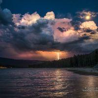 Lightning Strike and a Full Moon over Bass Lake., Саут-Сан-Габриэль