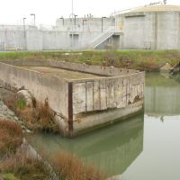 BEL AIR SHIPYARD. FLOATING CONCRETE CASSION, USED TO CLOSE OFF THE ENTRANCE TO EACH BASIN., Саут-Сан-Франциско