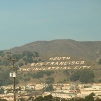 The South Francisco lettering as seen from a Caltrain, Саут-Сан-Франциско