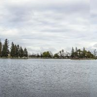 Stitched panorama image of Ellis Lake, viewing north-north-westerly to easterly, from near the intersection of 9th St. (Calif. State Hwys. 20/70) and D St. Marysville, California, Саут-Юба