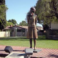 Statue of Pat Nixon (Pat Nixon Park), Серритос