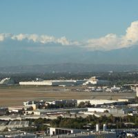 Santa Anita Mountains Behind Long Beach Air Port, Сигнал-Хилл