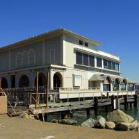 ONDINE Floating Restaurant サウサリート・ブリッジウェイ沿いの海上レストラン, Сусалито