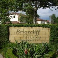 Briarcliff Village Monument Sign, Тастин