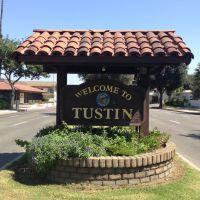 Tustin City Sign, Тастин
