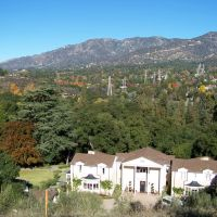 View from above the Boddy House overlooking La Canada-Flintridge and looking towards the Crescenta Valley, Флинтридж