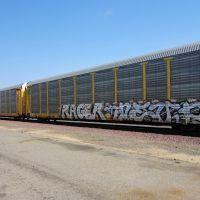 A freight train rolls North on the BNSF tracks that run alongside Santa Fe Ave, Fresno CA, 2/2012, Фресно
