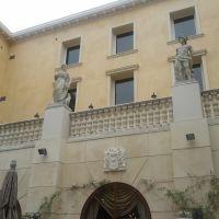 Two statues., Хавторн