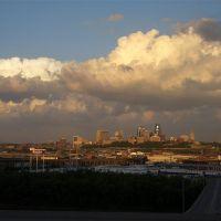 Downtown Kansas City, MO skyline from Strawberry Hill area of Kansas City, KS, Вествуд-Хиллс