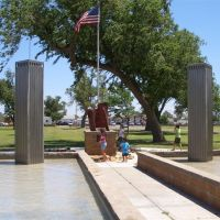 Liberty Garden, 110 in twin tower fountain with steel from NYC Trade Center, Dodge City, KS, Додж-Сити