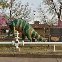 Sinclair-Arco Pipeline Memorial with Dinosaur from the New York Worlds Fair, Индепенденс