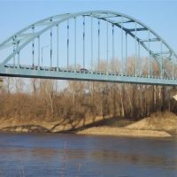 Bridge over Missouri River, looking NE from river front park, Leavenworth,KS, Овербрук
