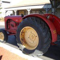 Massey Harris tractor, Olathe,KS, Овербрук