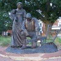 Harvest Prayer, life-size bronze of man, woman, child & plow, Olathe, KS, Овербрук