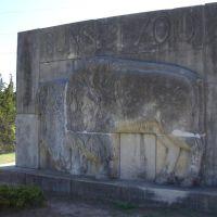buffalo relief sculpture, limestone by Ruth Kirtland, Sunset Zoo, Manhattan, KS, Палмер