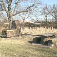 Oakdale Park, BBQ Stove and Picnic Table, Салина