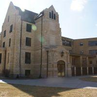 Custer Hall, Хэйс