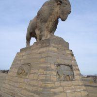 Monarch of the Plains, Pete Felten limestone buffalo sculpture,Hays,KS, Хэйс