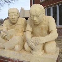 Boy & Girl life-size limestone Pete Felten sculptures, Hays, KS, Хэйс