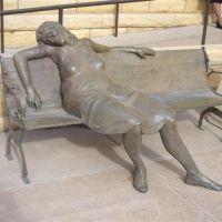 Interlude; life-size bronze sculpture,FHSU,Hays,KS, Хэйс