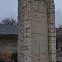 Pioneer Tower, limestone sculpture by Pete Felten, Hays, KS, Хэйс