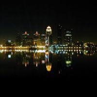 Louisville, KY accross Ohio river at night., Лоуисвилл