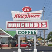 Krispy Kreme sign, GLCT, Стратмур-Гарденс