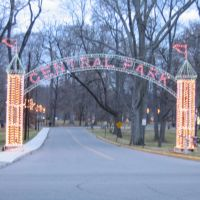Chuck Woolery Blvd entrance of Central Park during Ashlands Winter Wonderland of Lights, Флатвудс