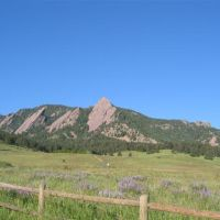 The Flatirons from the edge of Chautauqua Park, Боулдер