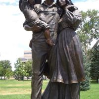 The Promis of the Prairie, larger than life bronze pioneer family, Greeley, CO, Грили