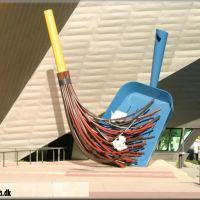 Broom and Dustpan, Денвер