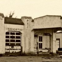 old service station abandoned in Walsenburg, Лас-Анимас