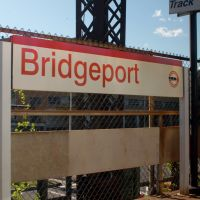Metro North Commuter Railroad - Amtrak Station Platform and Sign at Bridgeport, CT, Бриджпорт