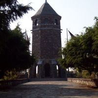 Veterans Memorial Tower on Fox Hill in Henry Park, Вернон