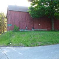 Barn at intersection of Bell St. and Country Club Rd. on Mattabesett Trail - May 14 2010, Вестпорт