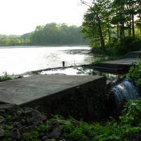 Dam at N end of Highland Pond - May 14 2010, Норволк