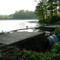 Dam at N end of Highland Pond - May 14 2010, Норт-Гросвенор-Дейл