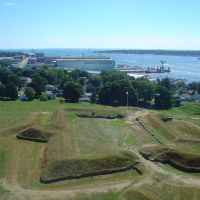 View SW fr. Grotons Fort Griswold Obelisk lookout, ramparts, Electric Boat Submarine shipyard, Нью-Лондон