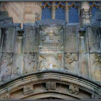 Sterling Memorial Library homlokzata horogkereszt és egyéb szimbólumokkal, Нью-Хейвен