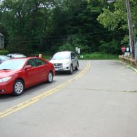 Cars waiting on Ferry Ln to board Rocky Hill - Glastonbury Ferry, Роки-Хилл