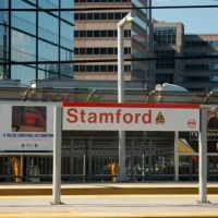 Metro North Commuter Railroad - Amtrak Station Platform and Sign at Stamford, CT, Стамфорд