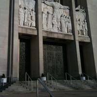 Entrance to St. Johns Cathedral, Hartford, CT, Хартфорд