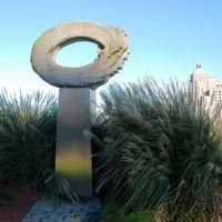 Strange monument on Connecticut river, Хартфорд